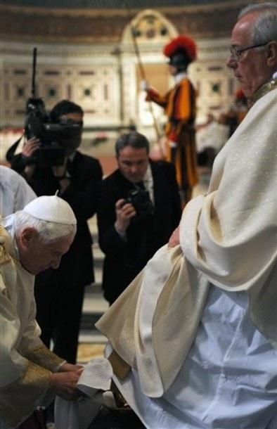 Pope foot washing ceremony.jpg