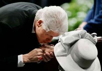 Clinton-More-Kissen