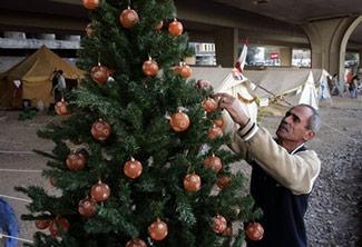 Protester-Christmas-Tree